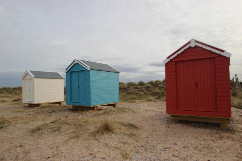 Findhorn beach huts north beach findhorn scotland land for Beach hut plans